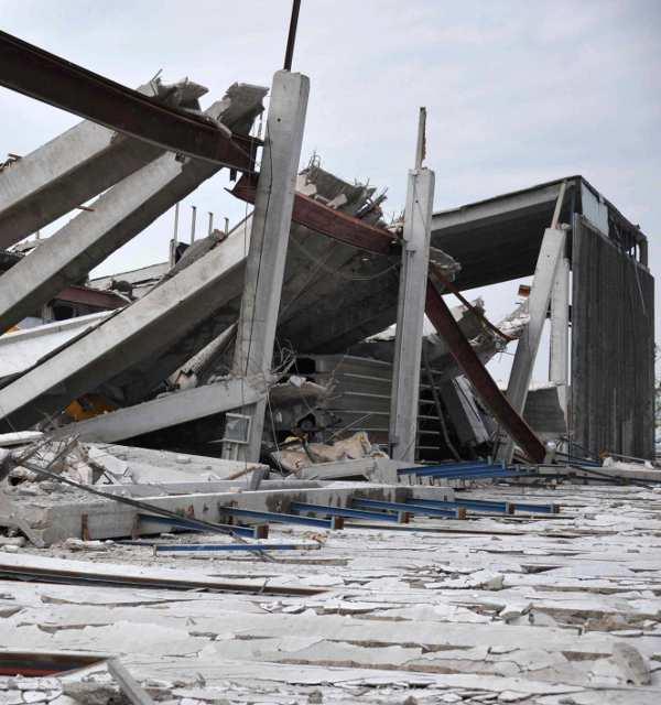 Capannone dopo terremoto